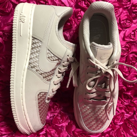 brand new 4294e a1a89 Nike Air Force 1  07 Pinnacle Women s. M 5a9b67713a112ece571c1c5f